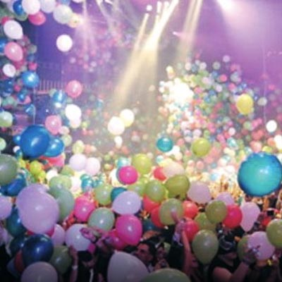grand opening balloon drop from cieling